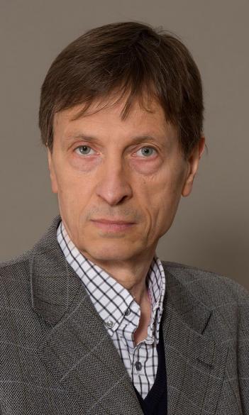 Dr. Márk Molnár